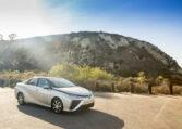 Toyota Mirai voor een berg