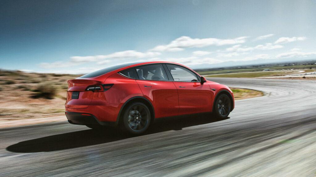 Een rode Model Y wordt de miljoenste Tesla