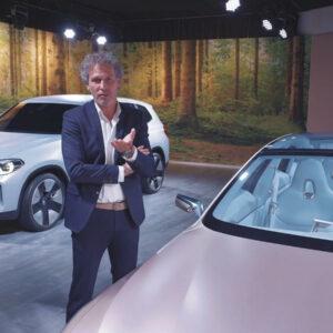 Werner Budding presenteert de BMW Concept iX3 en i4