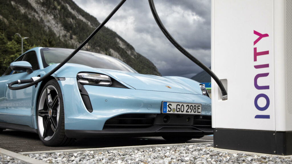 Porsche Taycan Plug & Charge