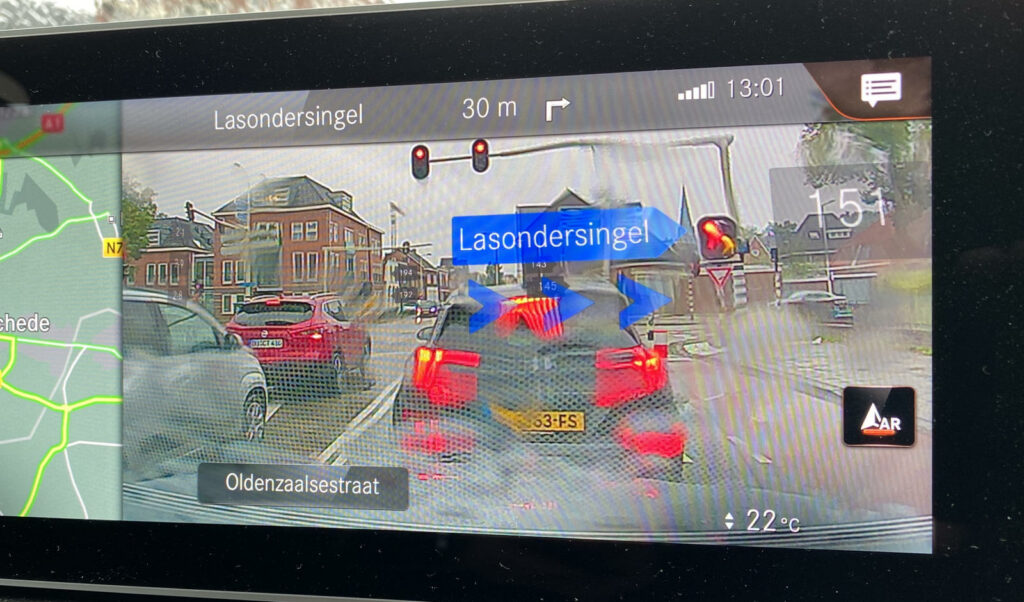 Mercedes EQC duurtest  augmented reality display