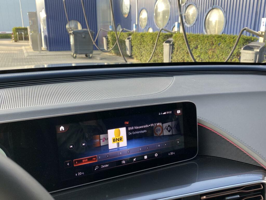 Mercedes EQC dashbord aluminium rand hinderlijk