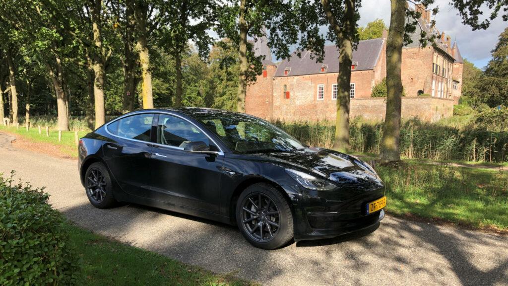 Road to America met Tesla Model 3