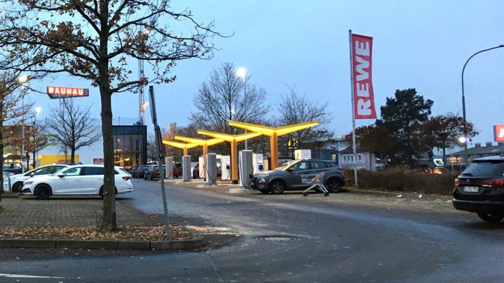 Fastned snellaadstation Duitse supermarkt