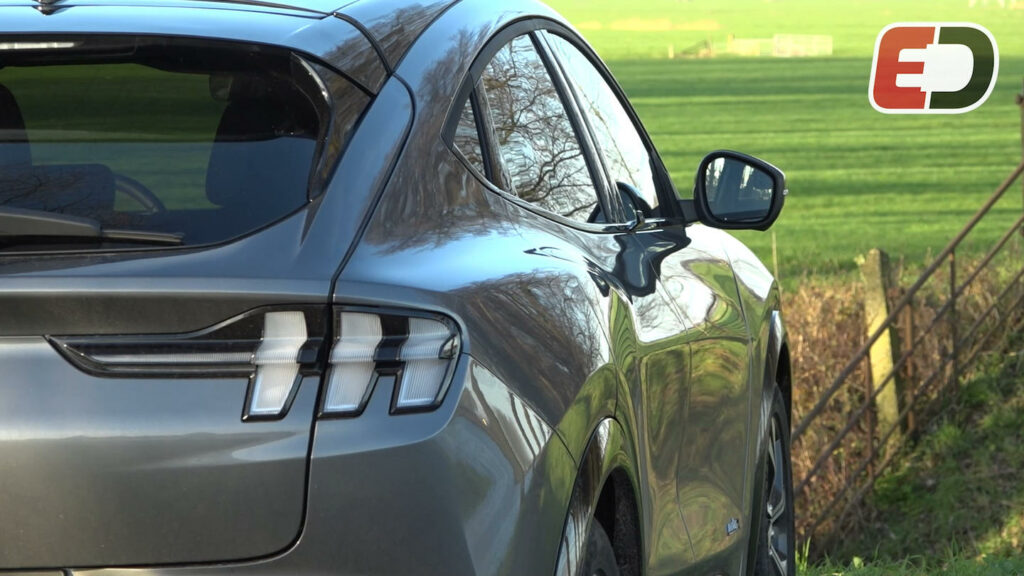elektrische Ford Mustang Mach-E rijtest video