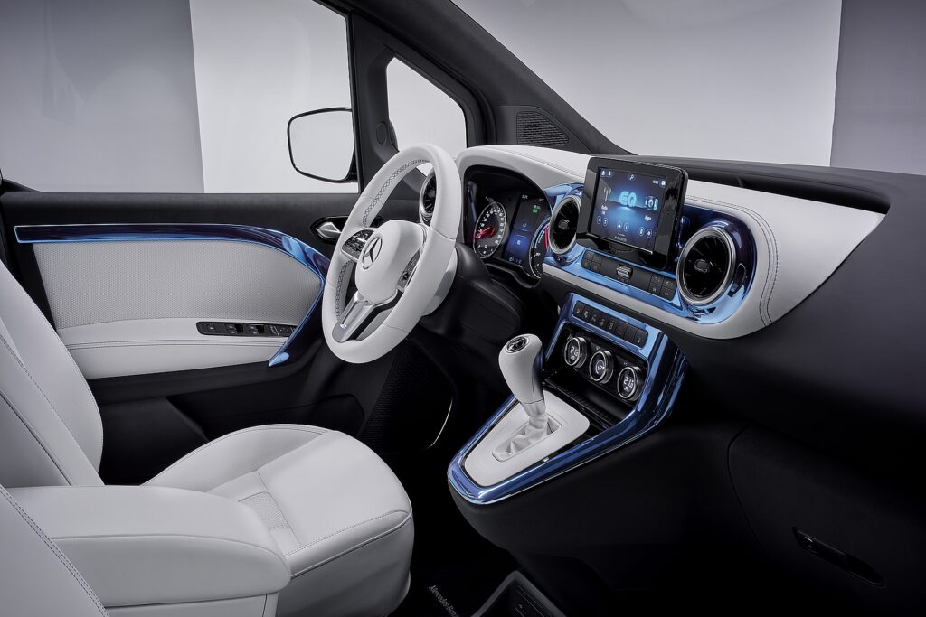 Mercedes Concept EQT interieur voor