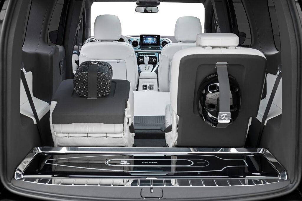 interieur van de Mercedes Concept EQT achterbank